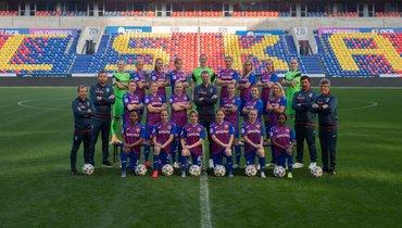 Футболисты ЦСКА поздравили женский клуб счемпионством