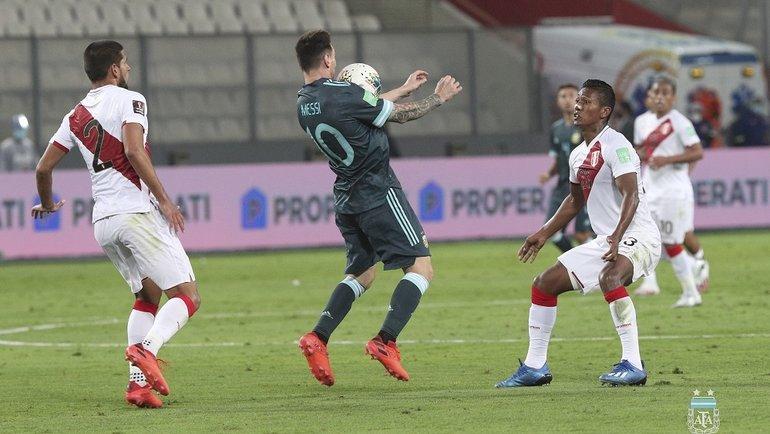 18ноября. Перу— Аргентина— 0:2. Лионель Месси смячом. Фото Twitter