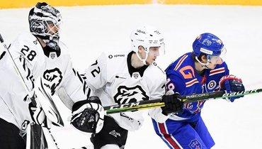 «Трактор» обыграл СКА ивышел влидеры Восточной конференции КХЛ.