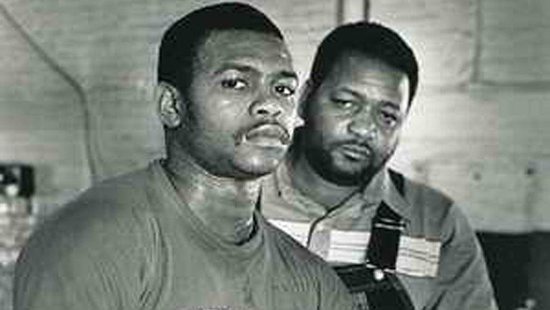 Рой Джонс (слева). 5