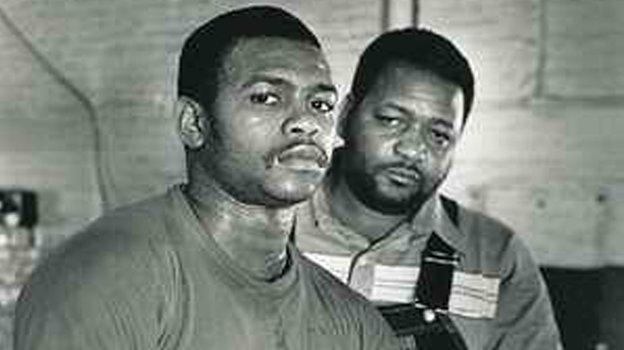 Рой Джонс (слева).6