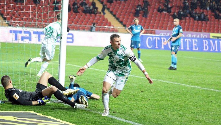 21ноября. 15-й тур. Бернард Бериша забивает вворота «Зенита». Фото ФК «Ахмат».