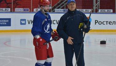 Никита Кучеров иего первый тренер Геннадий Курдин после Кубка мира-2016.