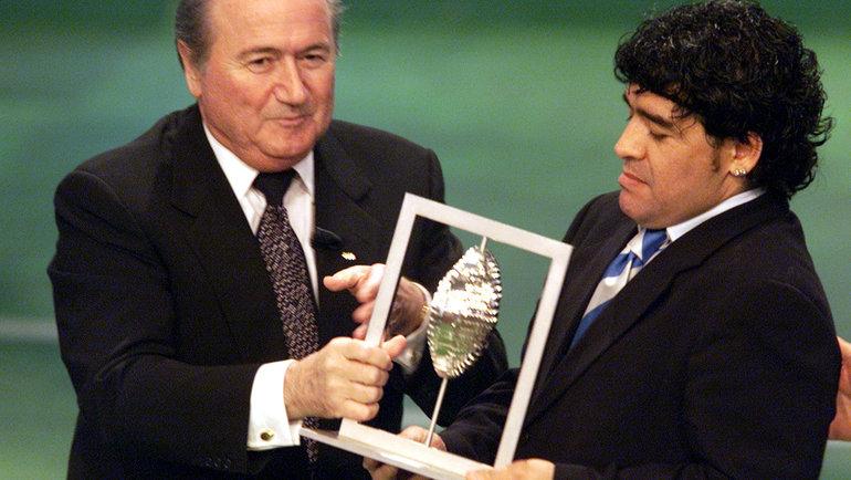 Йозеф Блаттер (слева) иДиего Марадона. Фото Reuters