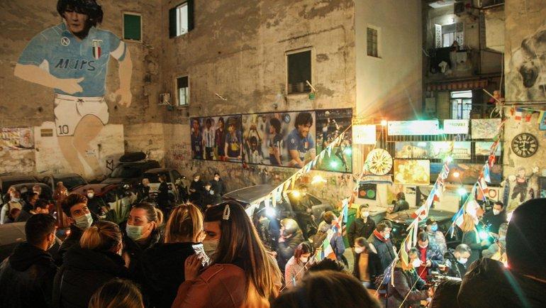 """Фанаты """"Наполи"""" почтили память Диего Марадоны. Фото Twitter"""