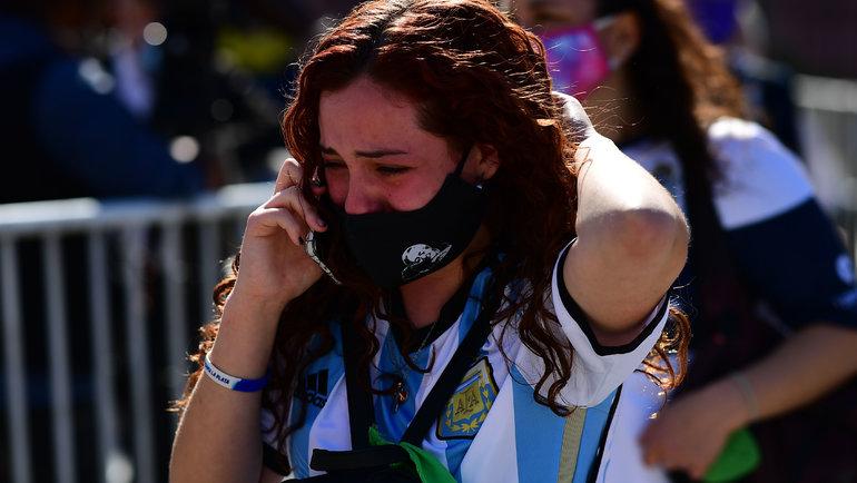 Фанаты немогут сдержать слез. Фото AFP