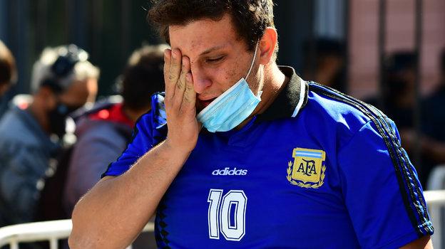 Фанаты не могут сдержать слез. Фото AFP