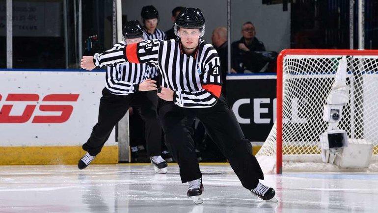 Арбитры МЧМ. Фото Hockey Canada.