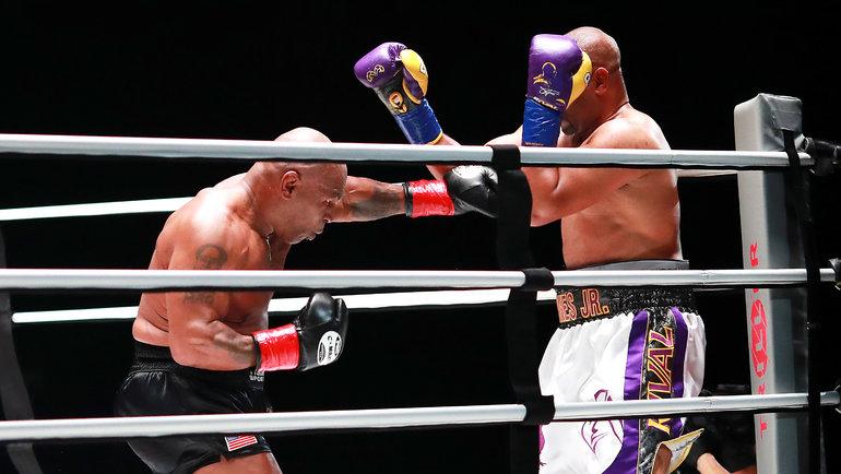 Майк Тайсон иРой Джонс вовремя боя. Фото USA Today Sports