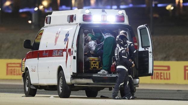29ноября. Бахрейн. Позже гонщика отправили вбольницу. Фото Reuters
