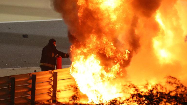29ноября. Бахрейн. Болид Ромена Грожана полыхает натрассе.