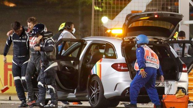 29ноября. Бахрейн. Ромен Грожан немог самостоятельно покинуть трассу. Фото Reuters