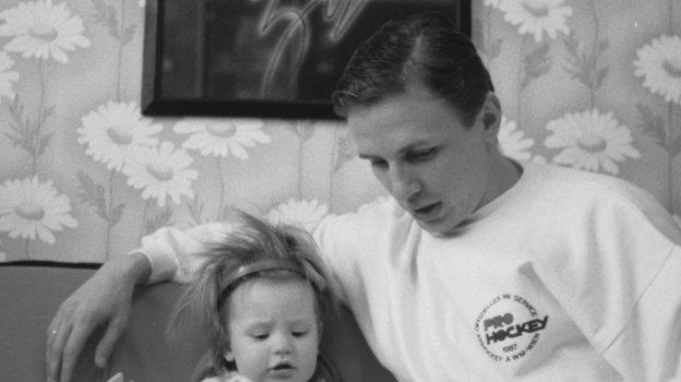 1988 год. Игорь Ларионов  сдочкой Аленой. Фото Игорь Уткин