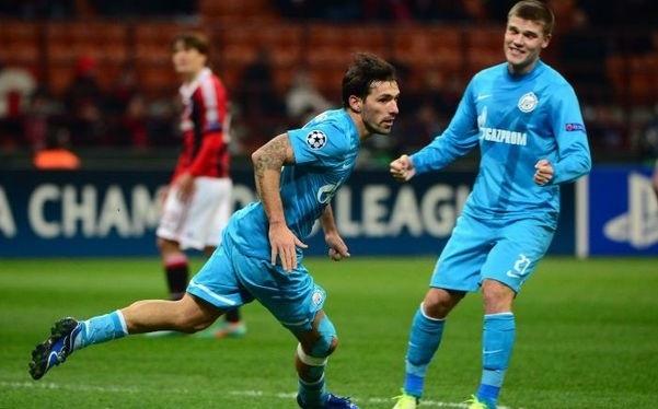 Данни забивает гол «Милану». Фото AFP