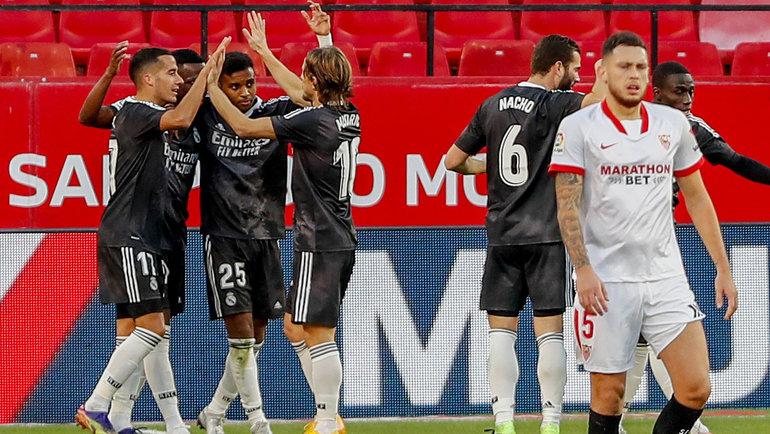 5декабря. Севилья. «Севилья»— «Реал»— 0:1. Радость футболистов «Реала» после забитого гола. Фото Reuters
