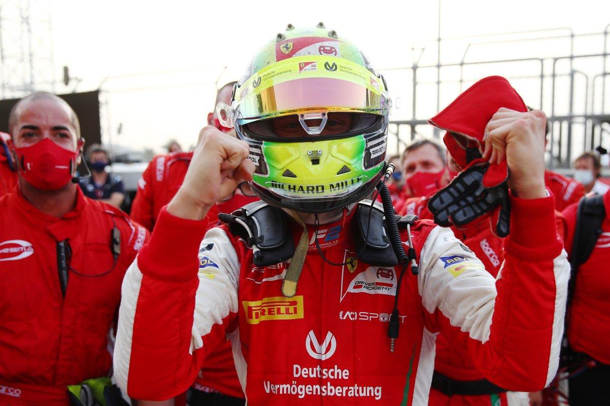 Шумахер— чемпион «Формулы-2». Мик красиво ушел наповышение