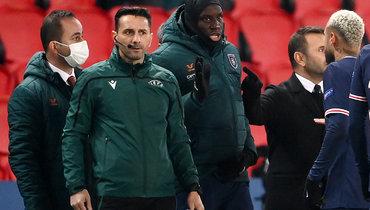 «Теперь нельзя говорить Черное море». ВСети бурно обсуждают скандал вматче Лиги чемпионов «ПСЖ»— «Истанбул»