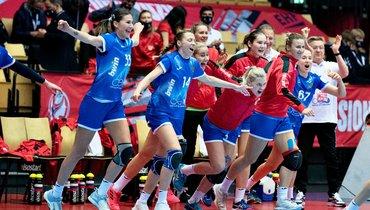 Россиянки празднуют победу над Швецией.