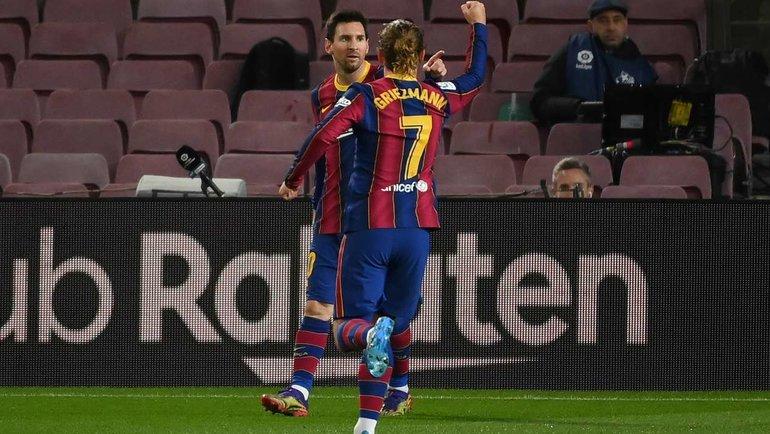13декабря. «Барселона»— «Леванте»— 1:0. Месси отмечает сГризманном забитый гол. Фото AFP