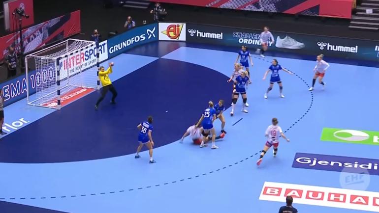 Чемпионат Европы погандболу среди женщин. Дания— Россия— 30:23.