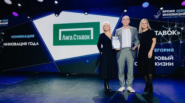 Игорь Столяров (в центре).