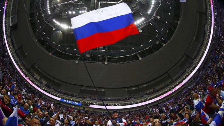 Болельщики сроссийским флагом. Фото Reuters