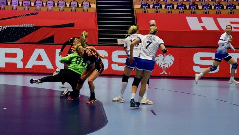 Россиянки идут ватаку ворот сборной Голландии. Фото Twitter