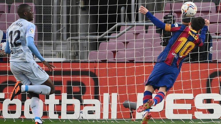19декабря. Барселона. «Барселона»— «Валенсия»— 2:2. 45+4-я минута. Лионель Месси (№10) сравнивает счет. Фото AFP