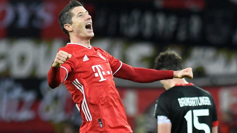 19декабря. Леверкузен. «Байер»— «Бавария»— 1:2. 90+3-я минута. Роберт Левандовски забил победный гол. Фото Reuters