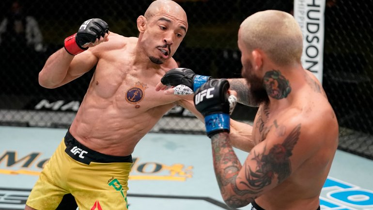 Жозе Альдо победил в поединке с Марлоном Верой. Фото UFC