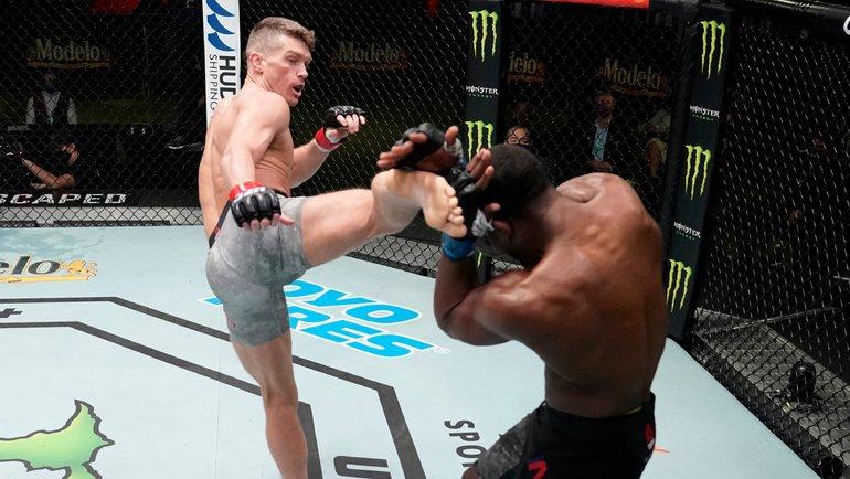 Томпсон победил Нила впоединке UFC Вегас 17. Фото UFC