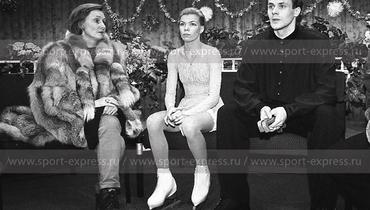 Людмила Великова, Евгения Шишкова иВадим Наумов. Фото Дмитрий Солнцев