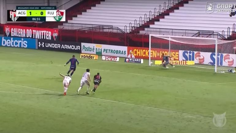 «Атлетику Гояниенси»— «Флуминенсе»— 2:1. Вратарь Жеан забивает победный гол спенальти.