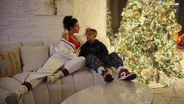 Криштиану Роналду показал рождественское фото сдетьми иДжорджиной