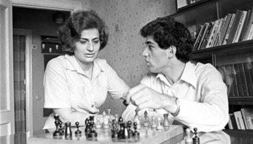 Бывший чемпион мира пошахматам Гарри Каспаров сообщил осмерти матери