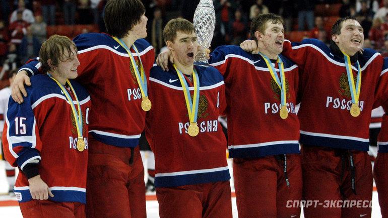2003 год. Александр Овечкин (крайний справа). Фото Reuters