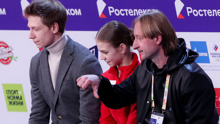 Дмитрий Михайлов (слева), Александра Трусова иЕвгений Плющенко. Фото Дарья Исаева, «СЭ» / Canon EOS-1D X Mark II