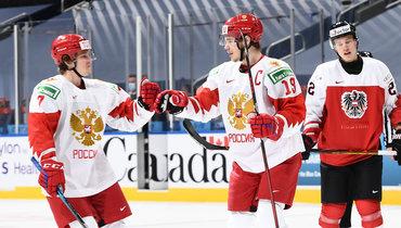 Капитан сборной России Василий Подколзин (справа) набрал 3 очка вматче сАвстрией.