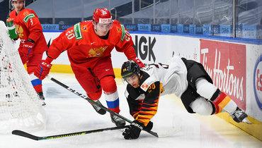 Кирилл Кирсанов (вцентре) иДжон Петерка.
