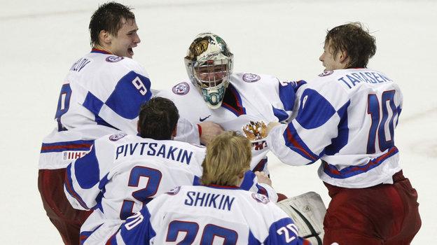Игроки сборной России после победы над Канадой вфинале МЧМ-2011. Фото Reuters