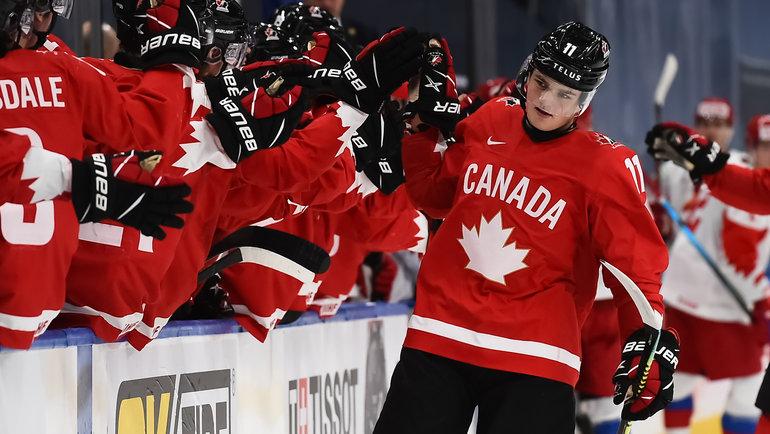 5января. Эдмонтон. Канада— Россия— 5:0. Канадцы празднуют заброшенную шайбу. Фото IIHF