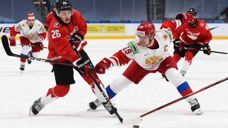 5января. Эдмонтон. Канада— Россия— 5:0. Капитан российской сборной Василий Подколзин (справа). Фото IIHF
