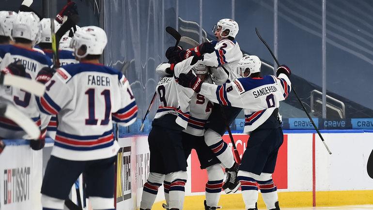 6января. Эдмонтон. Канада— США— 0:2. Американцы празднуют заброшенную шайбу. Фото IIHF