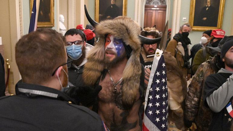 Сторонники Дональда Тампа прорвались вКапитолий вовремя заседания. Фото Reuters