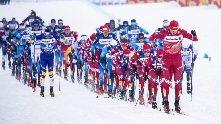 Александр Большунов (крайний справа). Фото NordicFocus