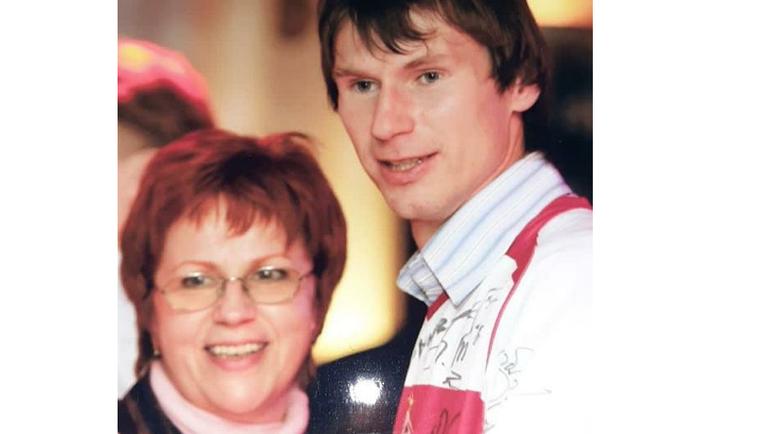 Егор Титов с мамой.