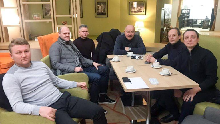 Тренерский штаб сборной России провел совещание. Фото РФС