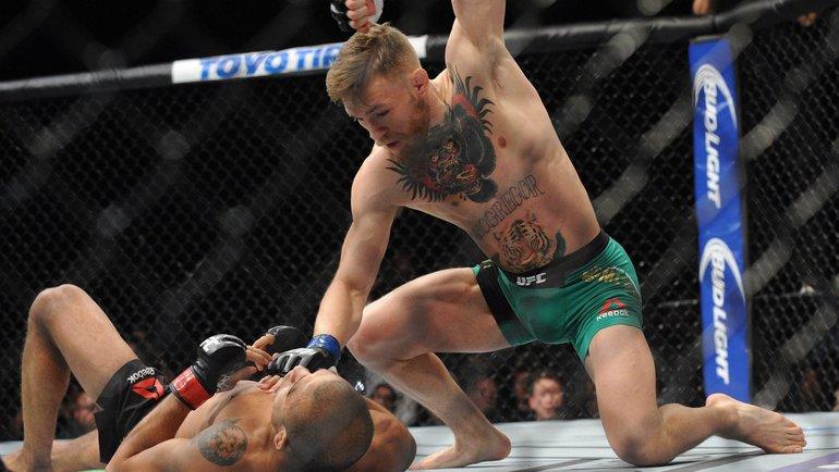 Конор Макгрегор вбою сЖозе Альдо. Фото UFC
