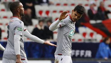 Футболист «Ниццы» Данило (справа).