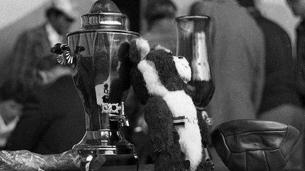"Август 1979 года. Награды победителю ипризерам турнира. Фото Александр Федоров, ""СЭ"""